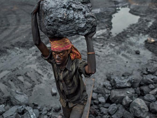 Kol01-coal-worker-carrying-load-670