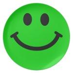 stor_gron_smiley_face_platerar_fest_tallrikar-r8ae30761c965490387c058f85947b5f2_ambb0_8byvr_512 (1)