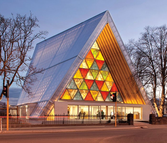 Cardboarditem7.rendition.slideshow.buzzworthy-buildings-08-cardboard-cathedral-christchurch-new-zealand