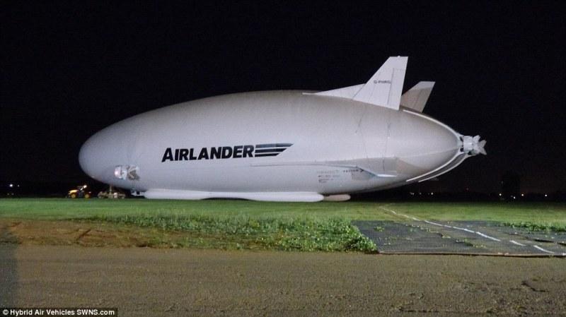 A 10 36ED85E300000578-3726727-The_Airlander_10_-m-66_1470481614780