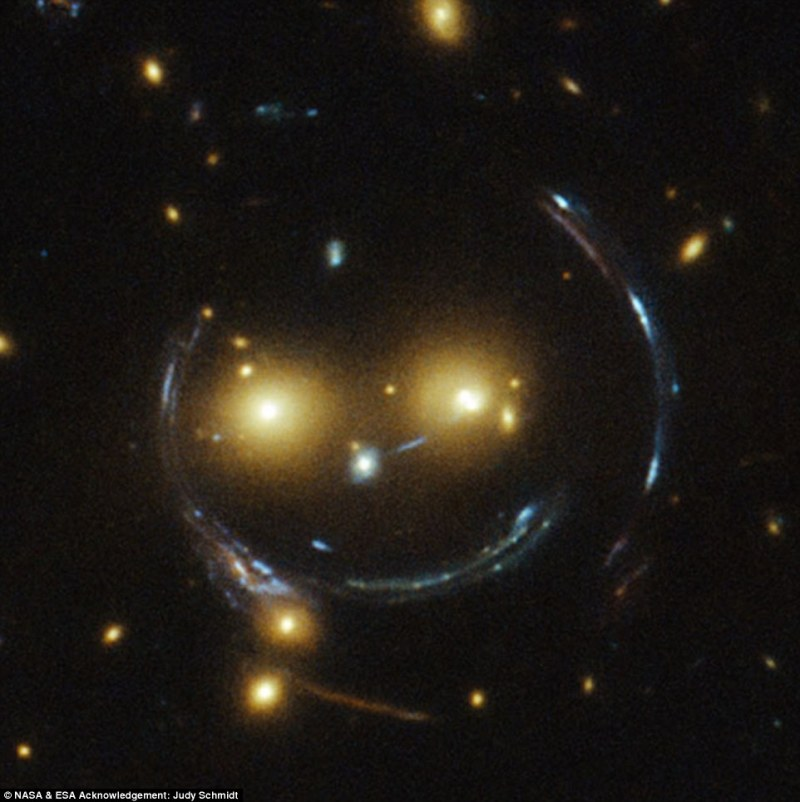 Galaxen.25852C5500000578-0-The_two_eyes_are_very_bright_galaxies_and_the_misleading_smile_l-a-15_1423611442322