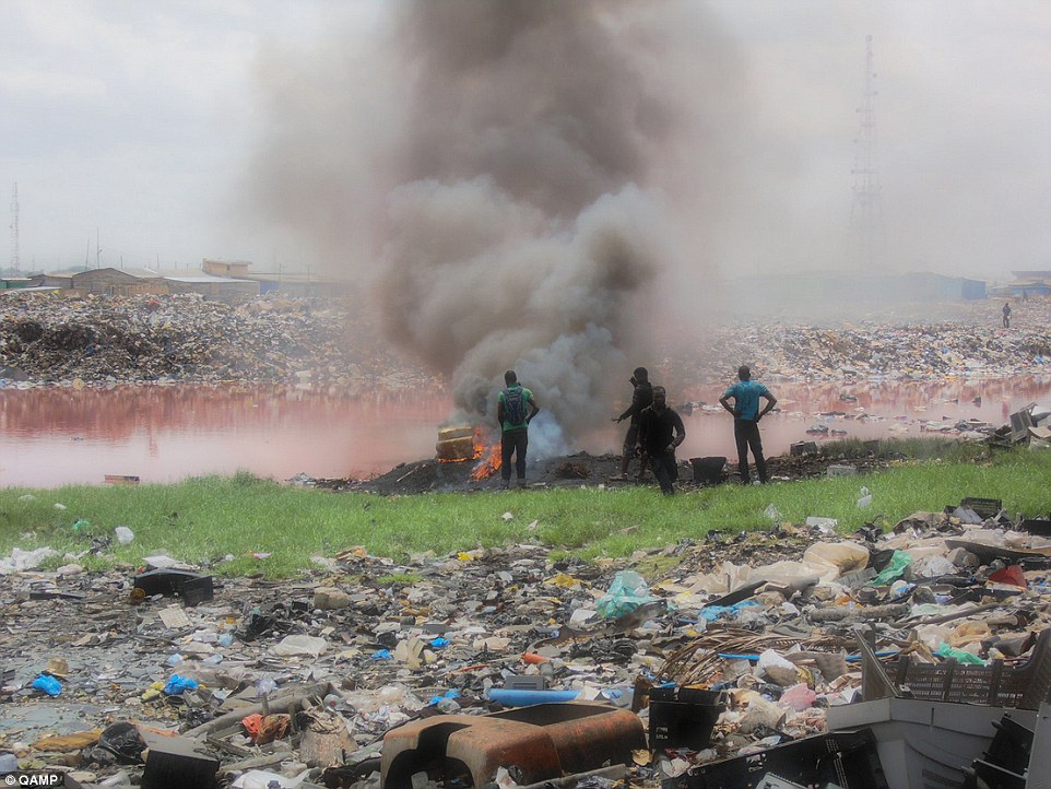 Återvinning27D5FE3800000578-3049457-Polluted_Millions_of_tonnes_of_the_world_s_e_waste_ends_up_in_Af-a-43_1429747413588